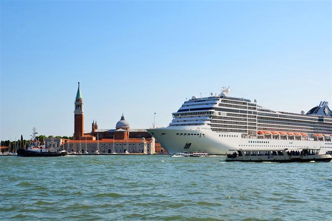 Die Auswirkungen von Kreuzfahrtschiffen auf unsere Umwelt sind nur ein Teil der Diskussion darum, ob und wie Tourismus und Nachhaltige Entwicklung zusammenpassen. © Sarah_Loetscher, pixabay