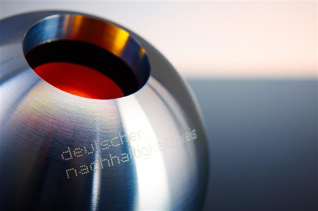 Preisstatuette des Deutschen Nachhaltigkeitspreises © Frank Fendler