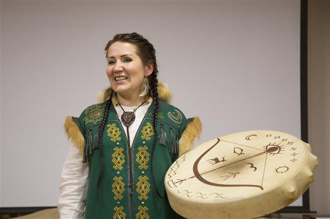 Die Sibirische Schamanin Aayla. © Oleg Esyunin