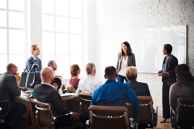 Weiterbildungsseminare helfen Managern, technische Veränderungen und kulturellen Wandel im Unternehmen in Einklang zu bringen. © WINGS