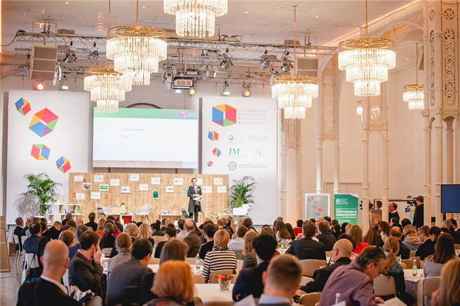 Die Konferenzteilnehmer werden in den nächsten Tagen die Themen rund um 'Verantwortungsvolle Führung', Digitalisierung und neue Technologien, 'Business Transformation, 'Social Innovation & Entrepreneurship', '(Corporate) Governance, 'Responsible Finance' in Podiumssdiskussionen, 'Expert Sessions' und interaktiven Workshops diskutieren. © manorlux.de