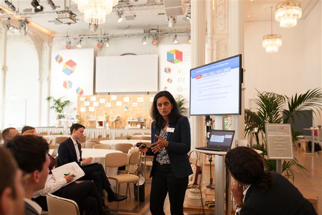 In den interaktiven Workshop Sessions wurde, gemeinsam mit den Konferenzteilnehmern, 'verantwortungsvolle Führung' neu definiert. Couragiertes und verantwortungsvolles Handeln aller Stakeholder ist gefragt. © manorlux.de