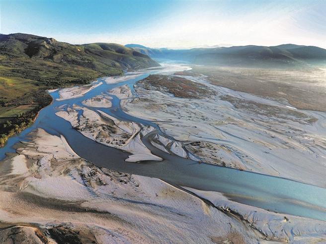 Die Vjosa in Albanien ist der letzte große unverbaute Wildfluss Europas. Doch auch an ihrem Lauf sind Wasserkraftwerke geplant. © Gregor Subic