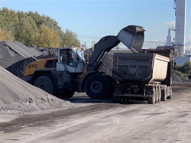 Die Splitte und der Schotter der HRV finden in allen Schichten einer Straße von der Frostschutzschicht bis zur Deckschicht Anwendung. © HRV