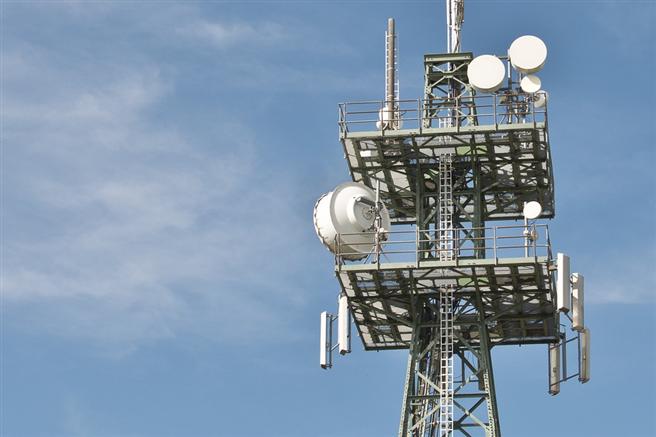 Für die schnellere Datenübertragung bei 5G braucht man eine stärkere Strahlung als beim bisherigen Funk - in den Augen von Prof. Buchner eine Erhöhung der gesundheitlichen Schäden. © blickpixel, pixabay