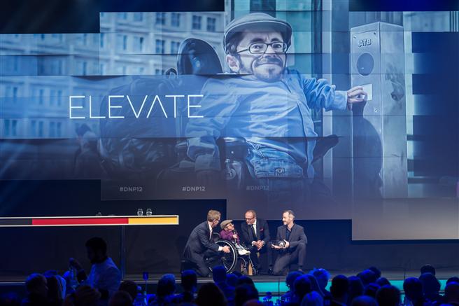 Raul Krauthausen, Gründer und Vorstandsvorsitzender des Vereins Sozialhelden e.V. (Projekt 'Elevate'). Fotocredit: Ralf Ruehmeier