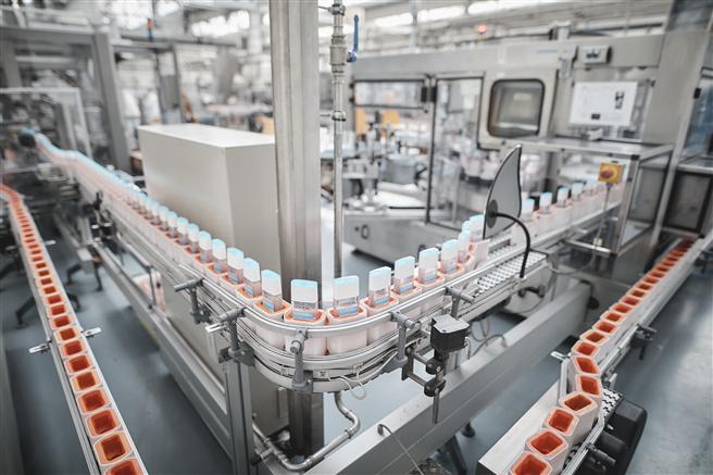 Die Fabriken der L'Oréal Gruppe, die bereits Anfang März mit der Herstellung von Handdesinfektionsmitteln begonnen haben, werden in den nächsten Wochen ihre Produktionskapazitäten deutlich erhöhen, um den Bedarf der europäischen Gesundheitsbehörden zu decken. © L'Oréal