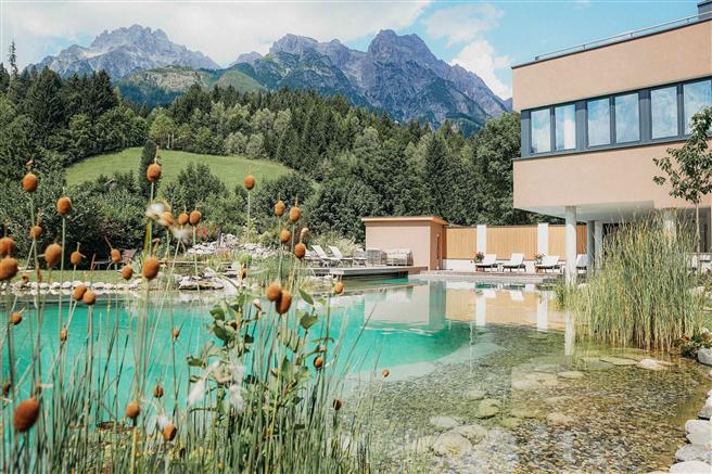 'Wir möchten anderen Hotels zeigen, das es möglich ist, umweltbewusst und 100 % biologisch zu arbeiten.' BIO HOTEL Rupertus © FotoBauer