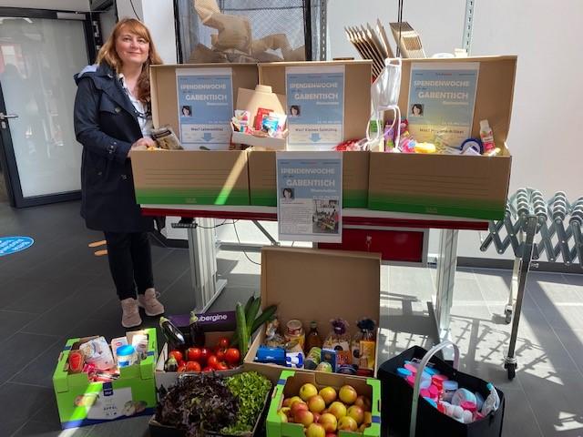 Mit einer internen Spendenwoche unterstützte RAJA den Gabentisch in Rheinstetten. © RAJA