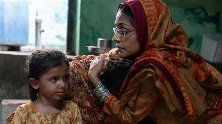 Als die Aktivistin Perween Rahman ermordet wird, kehrt ihre Schwester Aquila nach Karatschi zurück, Pakistan, um Nachforschungen anzustellen, und gerät in die Fänge mächtiger Kräfte, die der Stadt das Wasser der Stadt zu stehlen. © Grain Media