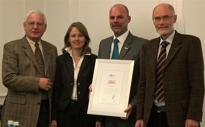 IPO-Vorstand Eidel Vida, Dr. Dinah Jung, Airnergy-Geschäftsführer Bierther, Prof. Klaus Jung. Foto: Airnergy