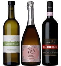 Silver: Inhalt sind eine Flasche Spumante Metodo Classico 2011 'Le Perle di Pavone' aus Montalcino, aus der Rebsorte Sangiovese Grosso, eine Flasche Vermentino 2013 Weißwein aus der Maremma und eine Flasche Morellino di Scansano 2011. Preis inkl. Transport in Deutschland: 53 Euro