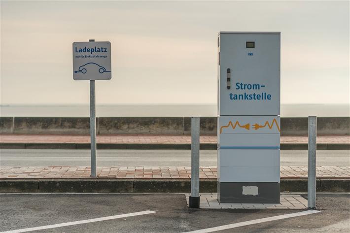 Mehr E-Autos und noch immer zu wenig Elektrotankstellen. © AKrebs60, pixabay.com