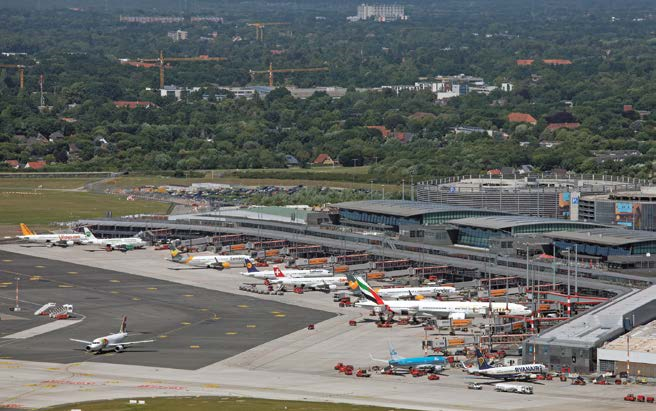 Der Hamburger Flughafen liegt in der Stadt und die umliegende Bebauung wird immer dichter. In Groß Borstel etwa entstehen rund 4.000 neue Wohnungen. © HH Airport / M.Penner