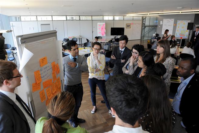 Mitarbeiter werden zu Nachhaltigkeitsbotschaftern ausgebildet. @ Henkel