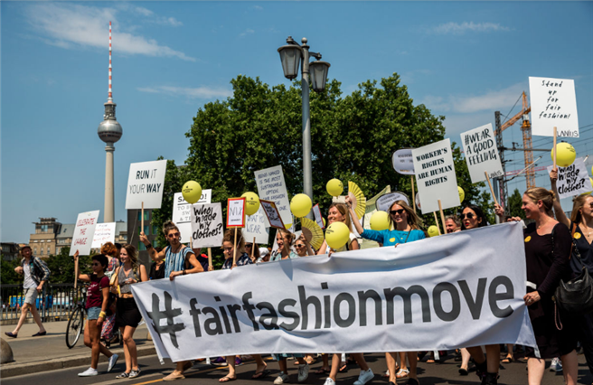 Fair Fashion Move demonstriert für mehr Fairness in der Mode. © Hessnatur Textilien GmbH